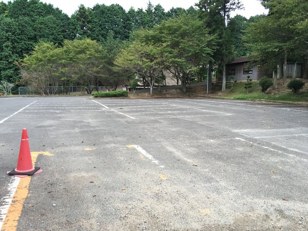 キャンプ場近くの駐車場