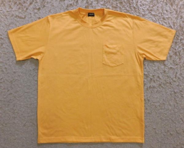 黄色のTシャツ